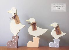 Personalised Freestanding Family of Ducks Family of ducks These can be individually personalised with your family's names. These come in a set of 3 and can be decorated however you would like. Handmade Home Decor, Home Decor Items, Handmade Crafts, Presents For Mum, Gifts For Mum, Mothers Day Crafts, Inspirational Gifts, Party Supplies, Personalized Gifts