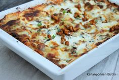 Kantarelli-pinaattilasagne Hawaiian Pizza, Cheese, Ethnic Recipes, Food, Lasagna, Eten, Meals, Diet