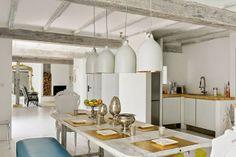 Uma casa rústica e elegante com mobiliário francês