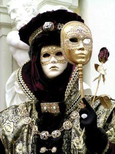 Venice Carnival Costumes, Mardi Gras Carnival, Venetian Carnival Masks, Carnival Of Venice, Venice Carnivale, Venice Mask, Masquerade Party, Masquerade Masks, Classy Halloween
