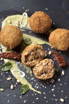 Μπάλες τυριού με ξηρούς καρπούς   Γιάννης Λουκάκος Ethnic Recipes, Food, Eten, Meals, Diet