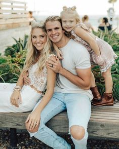 Cole and sav and Everleigh perfect family Cute Family, Fall Family, Beautiful Family, Family Kids, Family Goals, Cole And Savannah, Savannah Rose, Savannah Chat, Family Portraits
