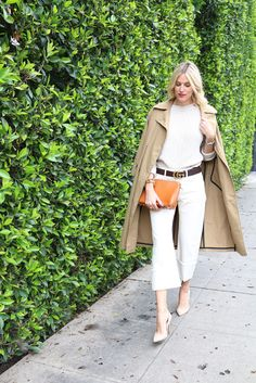 Wide leg trousers are such a spring staple for me! This simple spring outfit idea is something anyone can wear. Click through for more of this trouser outfit!