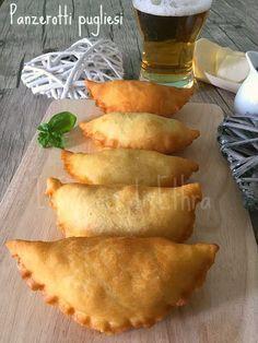 Panzerotti Pugliesi (Panzerotti from Puglia) Focaccia Pizza, Best Italian Recipes, Italian Dishes, Antipasto, Diy Food, Soul Food, Street Food, Brunch, Food And Drink