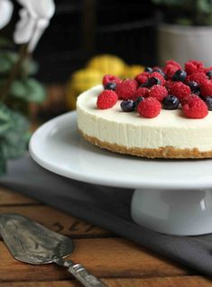 Lemon Berry Cheesecake 23 No-Bake Desserts You Absolutely Have To Eat This Summer Berry Cheesecake, Caramel Cheesecake, No Bake Cheesecake, Cheesecake Shooters, Chocolate Cheesecake, Summer Desserts, No Bake Desserts, Just Desserts, Dessert Recipes