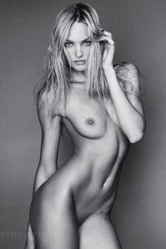 GotCelebs / Naked