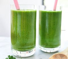 Immune Booster Sweet Green Smoothie - 1 cup roughly chopped spinach and kale packed tightly - 1 cups Almond Breeze Unsweetened Almond Milk - 1 cups frozen mix of mango pineapple and kiwi chunks - teaspoon freshly grated ginger - lemon juiced Smoothie Detox, Green Detox Smoothie, Healthy Green Smoothies, Fruit Smoothie Recipes, Apple Smoothies, Smoothie Ingredients, Healthy Drinks, Fitness Smoothies, Vegetable Smoothie Recipes