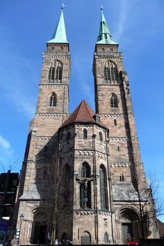 Die Sebalduskirche in der Nürnberger Altstadt - St. Sebald Church in the old town of Nuremberg