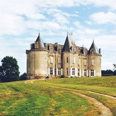 In 1999, Giuseppe Laviani and his wife Giacomina purchased La Socelière, a 17th-century chateau in the Loire Valley for $500,000 and invested another $500,000 to restore the property.