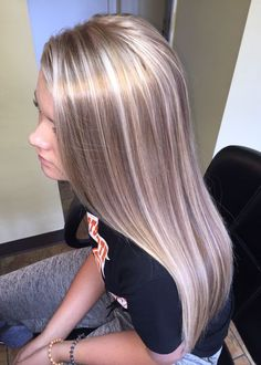 "Champagne blonde platinum highlights.Ask Your Colorist For Robbie's Multidimensional Mix Of Butter, Gold, And Honey. ""This Makes The Color Look Natural—Not Bleached-Out Or Overprocessed,"