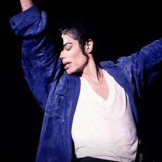 Who Was Michael Jackson, Michael Jackson Painting, Photos Of Michael Jackson, Michael Jackson Wallpaper, Mj Dangerous, King Of Music, Pop Singers, Motown, Looks Cool