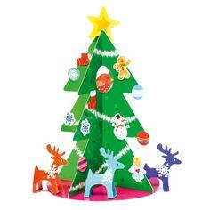 Pour décorer la maison aux couleurs de Noël tout en développant sa créativité, l'enfant assemble les deux parties du sapin. Il y ajoute ensuite les décorations assorties de son choix en les plaçant où il le souhaite. Et voilà un beau sapin original !