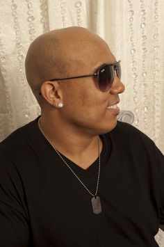 Hines Ward from the Pittsburgh Steelers and ABC's Dancing with the Stars in SINGE Eyewear for TrendBungalow.com