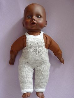 instructions on website Baby Doll Clothes, Baby Dolls, Baby Knitting Patterns, Free Knitting, Crochet Baby, Knit Crochet, Baby Overall, Point Mousse, I Dress