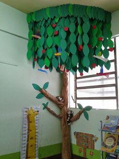 30 Classroom decoration for kindergarten - Preschool - Aluno On Diy And Crafts, Crafts For Kids, Paper Crafts, Decoration Creche, Kindergarten Classroom Decor, Classroom Tree, Creation Deco, School Projects, Preschool Activities