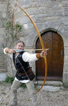 WarBow Archer: Shooting at steel plate for the purpose of demonstrating armour piercing with bows of well over 100lb draw weight, using exact reproductions of English/Welsh self Yew medieval Longbows and 1/2 inch diameter arrows with armour piercing arrow heads.