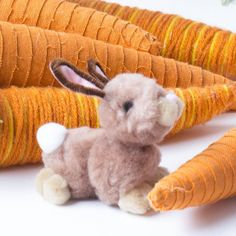 Arts and Crafts Store Bunny Crafts, Easter Crafts, Holiday Crafts For Kids, Holiday Fun, Pom Pom Crafts, Holidays With Kids, Easter Bunny, Bunnies, Knitting Machine