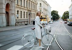 Hanna Stefansson - elle.se Hanna Stefansson, Paradise Garage, Neutral, Cycle Chic, Cycling Workout, Scandi Style, In This World, Summertime, Street View