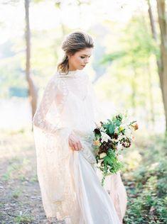Serene Lake House Wedding Inspiration | Wedding Sparrow | Jessica Lyons Photography