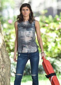 Alexandra Daddario in Jeans On Baywatch set -35