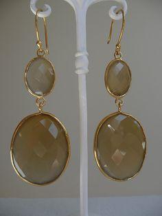 camel Chalcedony gemstones earrings. Mooie camelkleurige Chalcedoon Edelsteen oorbellen.