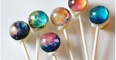 宇宙をモチーフにした、見た目が魅力的な「宇宙キャンディー」が今話題になっています。見た目にインパクトがあるだけではなく、味も美味しいと評判です。そんな宇宙キャンディーについてご紹介します。