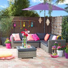Een heerlijke plek om te loungen. #loungeset #relaxen #parasol #kleurrijk #intratuin #voorjaar #lente