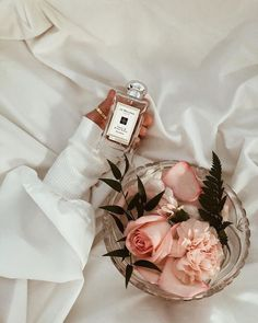 "Magda on Instagram: ""𝒻𝓁𝑜𝓌𝑒𝓇𝓈 🌸 @jomalonelondon @douglas_polska • • #pinkflower #pinkflowers #vintageflower #pierscionek #rose #róże #flowerobsessed…"" Vintage Flowers, Pink Flowers, Perfume, I Am Awesome, Bloom, Detail, Pretty, Chill, Gardens"