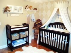 cute nursery- love the suttle diamond pattern on the wall