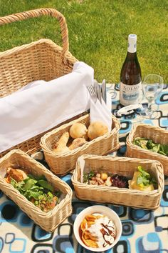 picnic time~I love these individual little baskets for picnic goodies