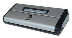 Envasadora ultracompacta con revestimiento en acero inox completamente automática, potente y de excepcional autonomía para su uso intensivo. Ancho de sellado mejorado con 3 mm. de grosor. Equipada con toma para el envasado en botes. Incluye 5 bolsas 20x30 cm.  CARACTERÍSTICAS Dimensiones: 34x15x7 cm. Voltaje: 230 V.- 50 Hz. Barra sellado: Bolsas hasta 30 cm. Presión Vacío: 60 cm./Hg. (0,8 bar) Peso: 1,5 kg. Potencia: 175 W. Caudal: 11 l/min.