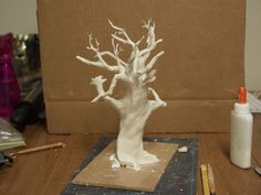 Creepy tree from Paperclay, as tall as you like. Might try paper mache Paper Mache Projects, Paper Mache Crafts, Wire Crafts, Clay Projects, Clay Crafts, Fun Crafts, Arts And Crafts, Paper Mache Tree, Paper Mache Clay