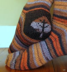 FALL Ravelry: Double Heel Socks by Susan Luni. Great idea to use the double-knitting technique for the sock heel. Crochet Socks, Knitting Socks, Knitting Stitches, Hand Knitting, Knitted Hats, Knit Crochet, Knit Socks, Knitting Patterns, Crochet Patterns