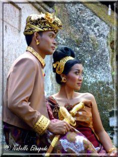 Bali... un mariage...  http://indonesie.eklablog.com https://www.facebook.com/pages/Indon%C3%A9sie-par-Isabelle-Escapade/269389553212236?ref=hl
