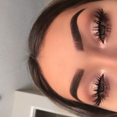 pinterest: @ nandeezy † smokey eyes, bold lipstick, and nail art. Beautiful, natural makeup, makeup ideas, beauty, skincare, skincare tips, best acne treatments, beauty products, smoky eye, lipstick, glamorous make-up, natural make-up.