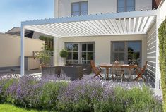 Pérgolas para jardines y terrazas. Para disfrutar todo el año del espacio exterior de una vivienda. Pérgolas Renson