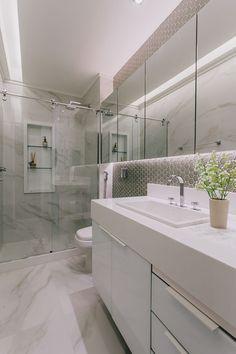 apartamento-recebe-reforma-completa-e-estilo-hygge-da-decoracao - The world's most private search engine Cleaning Bathroom Tiles, Bathroom Floor Tiles, Shower Floor, Wall Tiles, Bathroom Design Inspiration, Bad Inspiration, Bathroom Interior Design, Marble Showers, Tile Showers