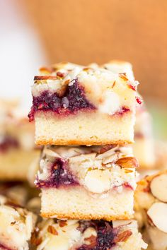 The Gold Lining Girl | Raspberry White Chocolate Almond Bars {VIDEO!} | http://thegoldlininggirl.com