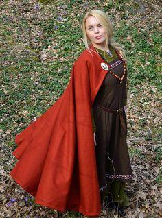 Mantle of Sigrid - Red Viking / Medieval Circle Cloak / Cape