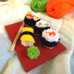 Sushi pompoms