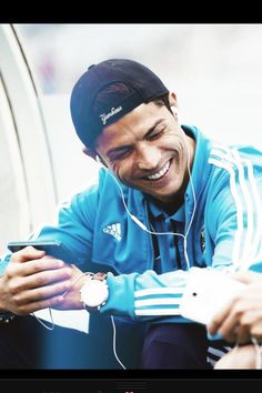 Ronaldo smiles ❤ uploaded by Chayenne ❤️ on We Heart It Ronaldo Football Player, World Best Football Player, Good Soccer Players, Football Players, Cristiano Ronaldo Quotes, Cristino Ronaldo, Real Madrid, Boys Playing, Sport Quotes