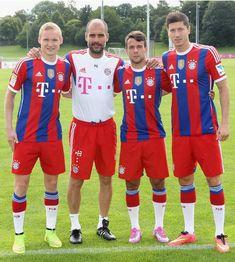 Bayern Munich boss Pep Guardiola with the club's three new signings, Sebastian Rode, Juan Bernat & Robert Lewandowski