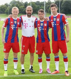 Bayern Munich boss Pep Guardiola with the club's three new signings, Sebastian Rode, Juan Bernat & Robert Lewandowski