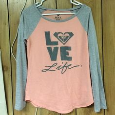 NWOT ROXY tee New with out tags long sleeve. So cute dont miss out. Extra comfortable Roxy Tops Tees - Long Sleeve