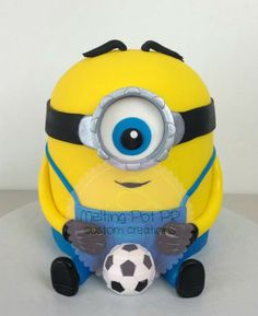 Even minon's love Soccer! Soccer Cakes, Diy Craft Projects, Diy Crafts, Minions Despicable Me, Soccer Party, Project Board, Themed Cakes, Party Gifts, Party Themes