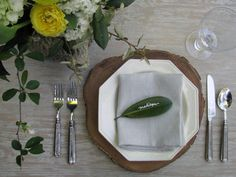 magnolia leaves as placecards