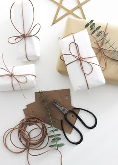 simple, scandinavian giftwrapping, natural gift wrapping via http://www.scandinavianlovesong.com/