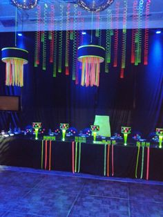 35 ideas for party neon hombre Neon Birthday, 13th Birthday Parties, Birthday Party Themes, Glow Party Decorations, Decoration Party, Glow In Dark Party, Girls Party, Teen Parties, Blacklight Party