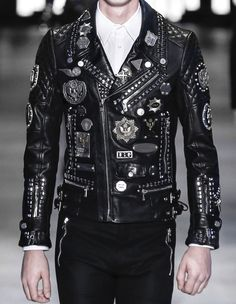 Luxury & Vintage Madrid, offers you the best selection of contemporary and vintage clothing in the world. Studded Jacket, Men's Leather Jacket, Biker Leather, Leather Men, Black Leather, Black Gold, Leather Jackets, Edgy Outfits, Grunge Outfits