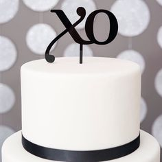 Sometimes simple is just better! We're talking all about how to achieve your own minimalist look over on our blog today! (Link in profile) blog.weddingstar.com  #sweetideas #metallic #white #modern #blogger #weddingblog #caketopper #tasty #weddingdecor #weddingideas #weddingtheme #weddingtopper #weddingcake #gettingmarried #gettinghitched #engagedlife #weddingphotographer #stylist #bridesmaids #brides #bride #weddingstar #bridalshower #bridetobe #weddinginspiration #weddingplanner…
